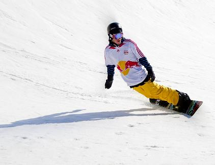 picture of snowboarder doing a purely carved turn