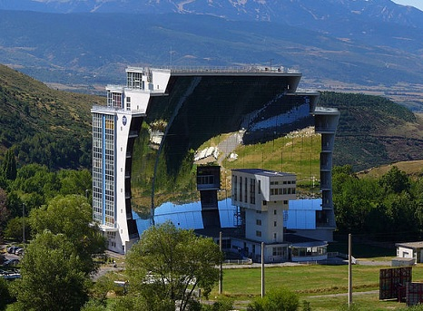 parabolic solar furnace in france